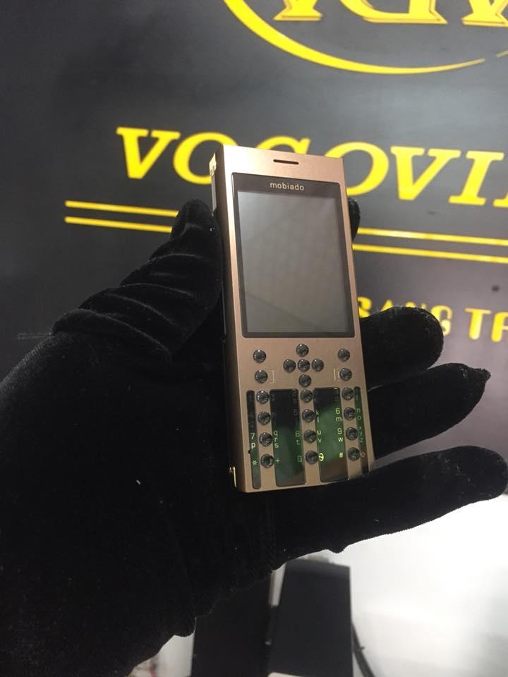 Điện thoại Nokia vỏ kim loại mạ vàng